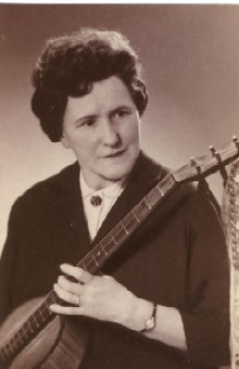 Die Volkssängerin und Liederkomponistin Grete Lienert-Zultner (1906-1989).